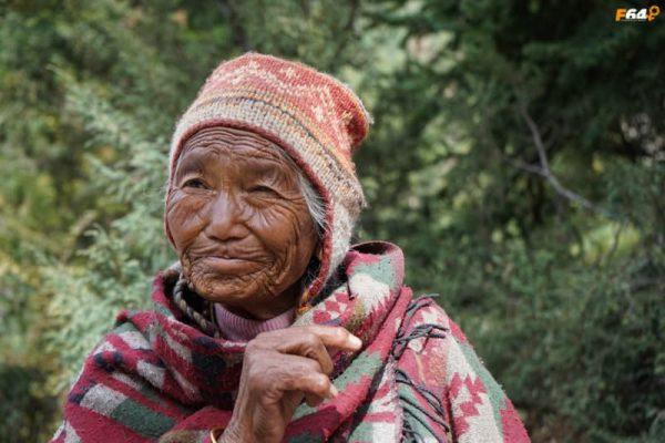 Bătrână nepaleză în Annapurna Circuit