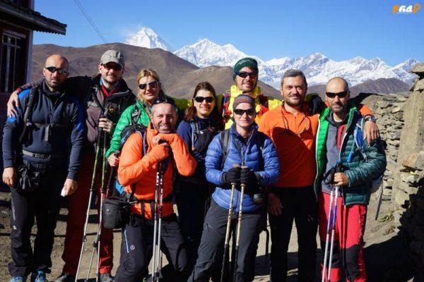 Grup de trekeri în Annapurna Circuit
