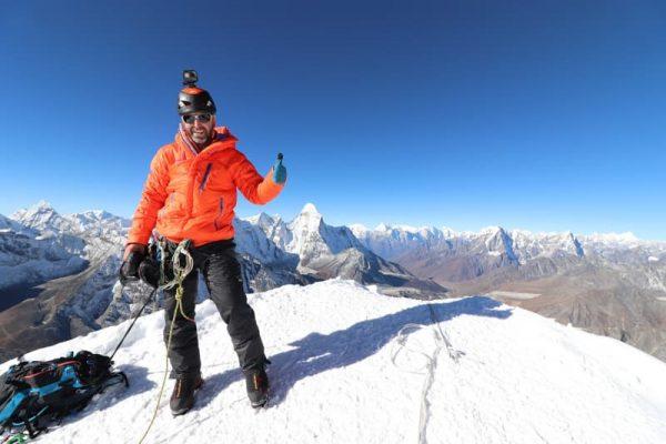 Costin Miu pe Island Peak (6190m), Himalaya, Nepal