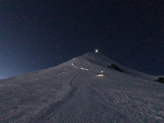 Alpiniști, noaptea, spre dome du gouter, mont blanc